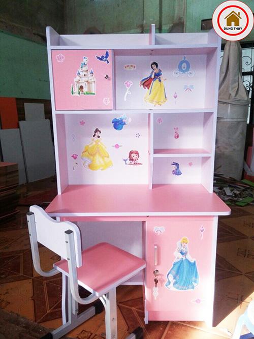 Bộ bàn ghế gỗ trẻ em màu hồng