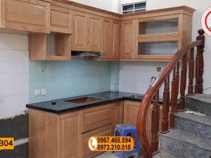 Tủ bếp gầm cầu thang gỗ sồi Nga TB04